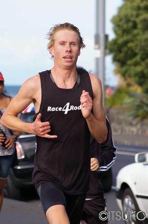 men's winner Sam Ward in the final kilometre