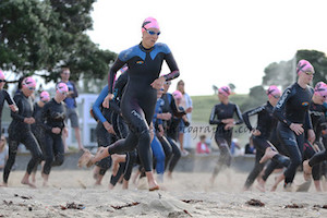 Defending champ Rebecca Clarke defends her lead early